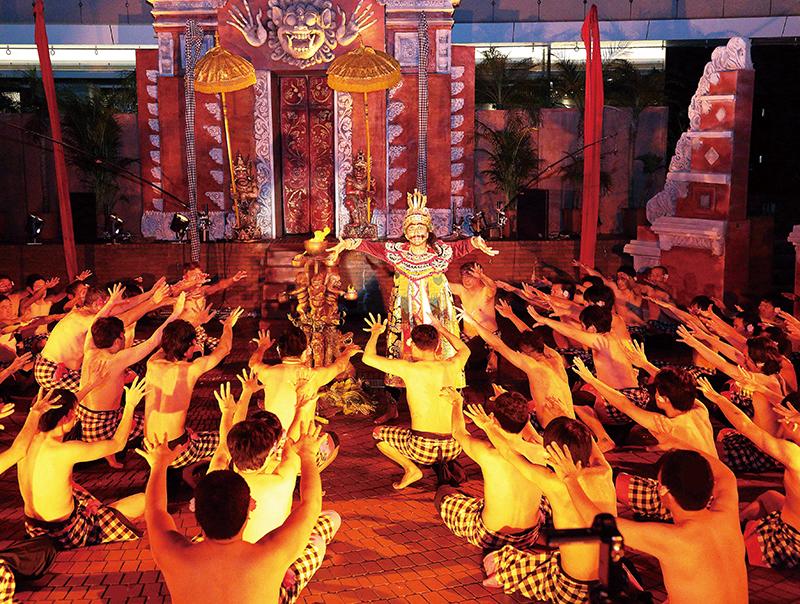 バリ島の呪術的合唱舞踊劇ケチャ
